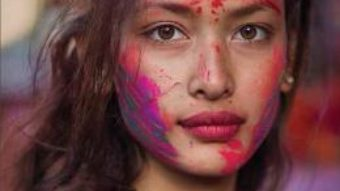 Cartea Atlasul frumusetii. Femeile lumii in 500 de portrete – Mihaela Noroc PDF Online
